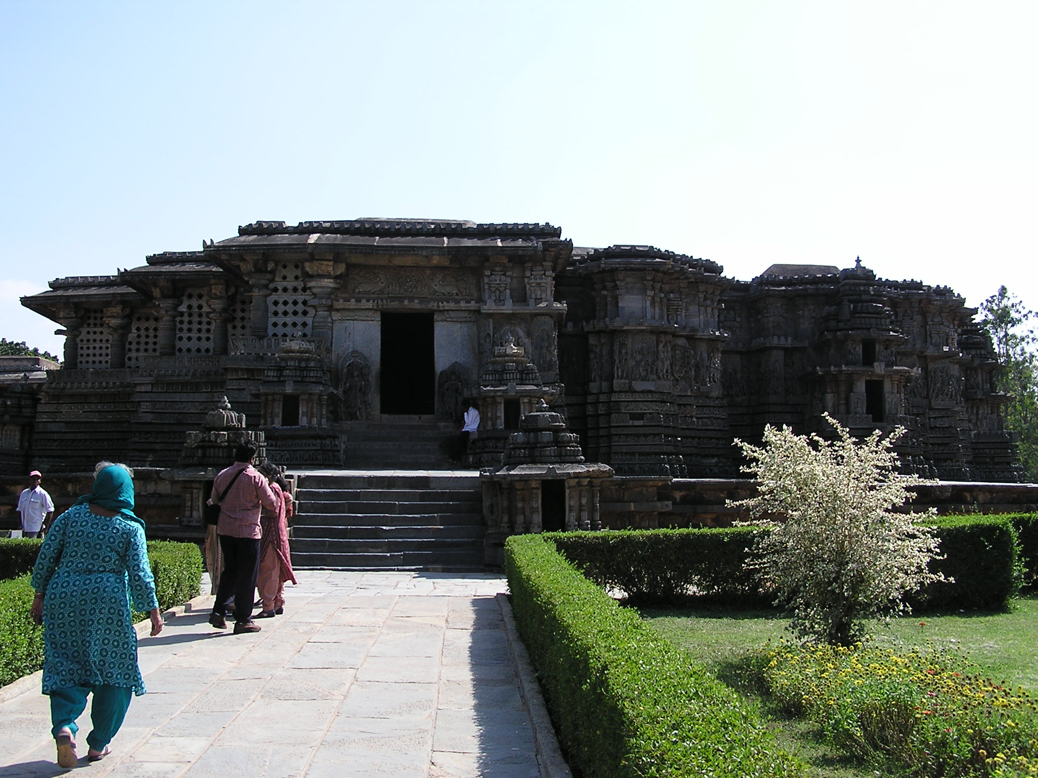 hoysaleshawara temple The temple has two shrines and two superstructures, one for hoysaleswara (the king) and the other for shantaleswara and is built with soapstone (or potstone) the temple complex is based on the platform of jagati,which according to historian kamath, is a feature that became popular in contemporary hoysala constructions.